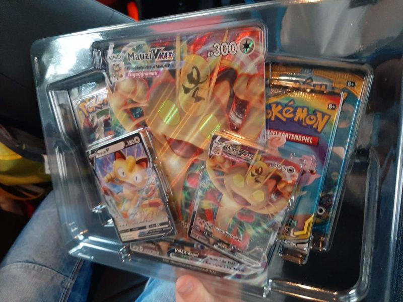 Pokemon - Mauzi VMAX Spezial Kollektion - Inhalt
