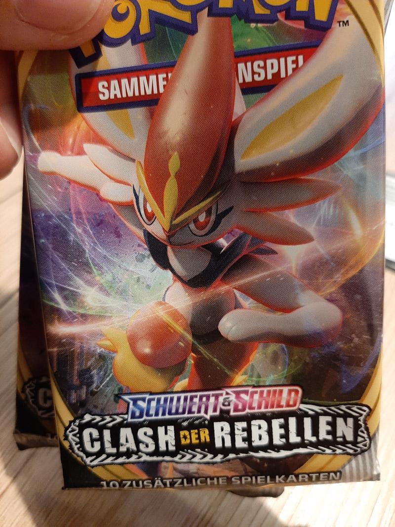 clash-der-rebellen-pokemon-front